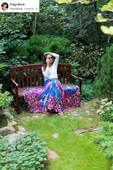 Kinga Rusin w ogrodzie