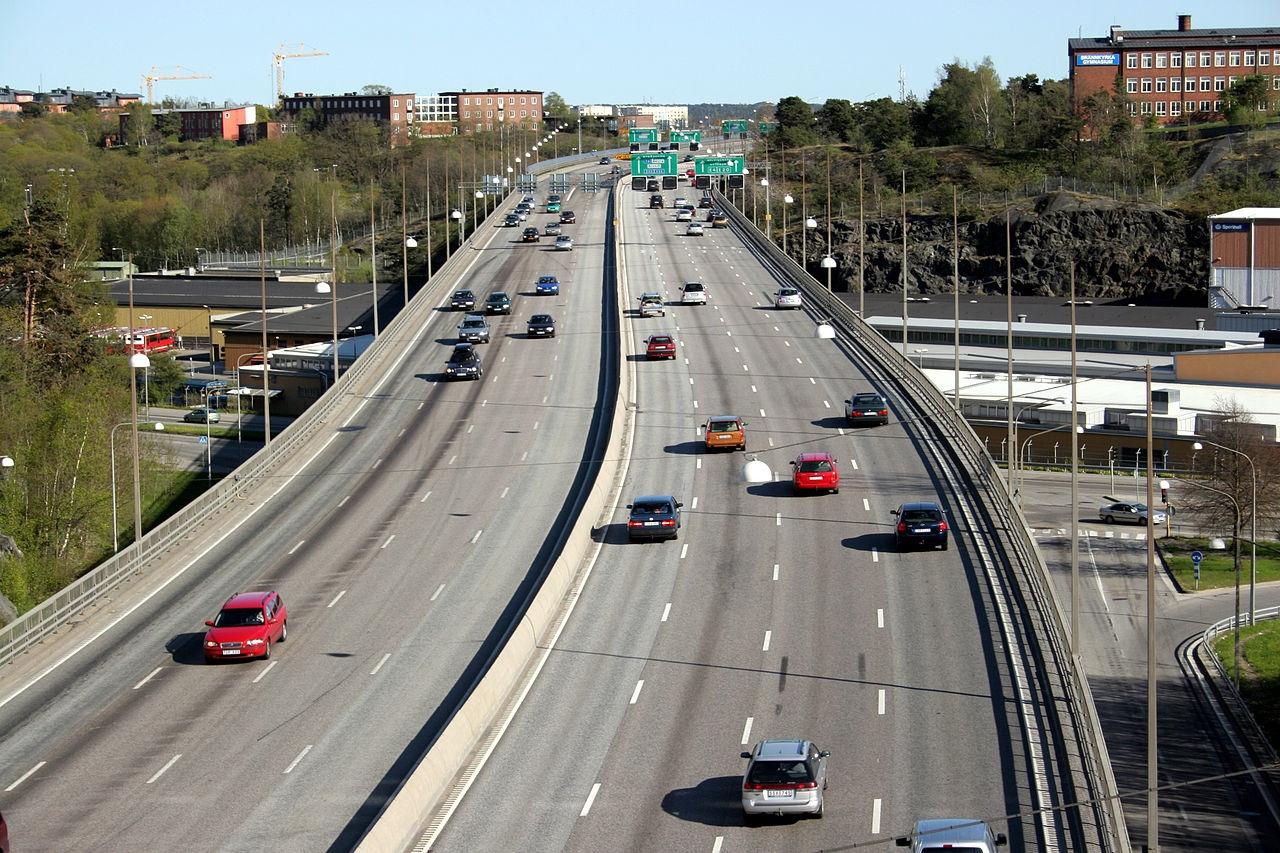 W Sztokholmie krzyżują się drogowe trasy europejskie E4, E18 oraz E20 (fot. Tage Olsin / wikimedia.org / CC BY-SA 2.0)