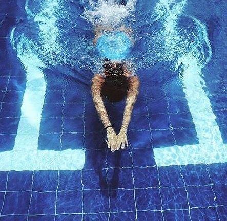 W trakcie godziny pływania, w zależności od intensywności, można spalić od ok 350 do nawet 1000 kcal