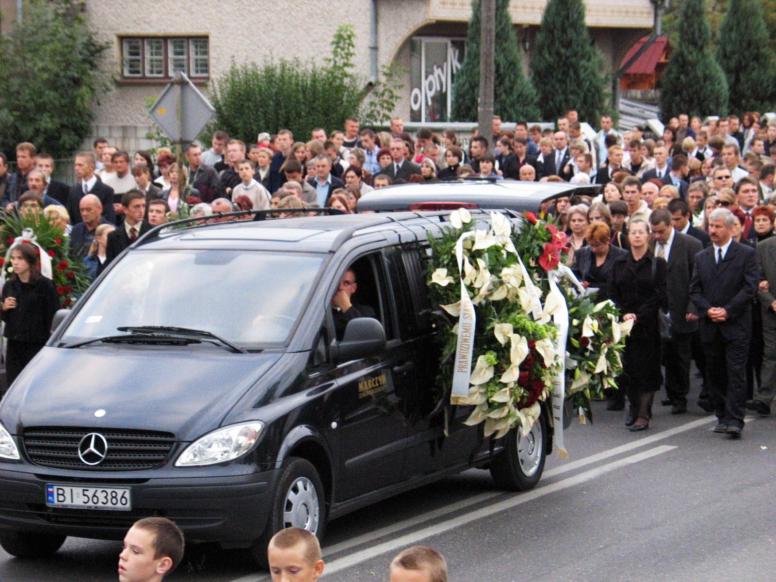 Pogrzeb Arkadiusza Gołasia. 22.09 2005 r. (fot. Tomasz Niesłuchowski / Agencja Gazeta)PLYTA PLOCK 119