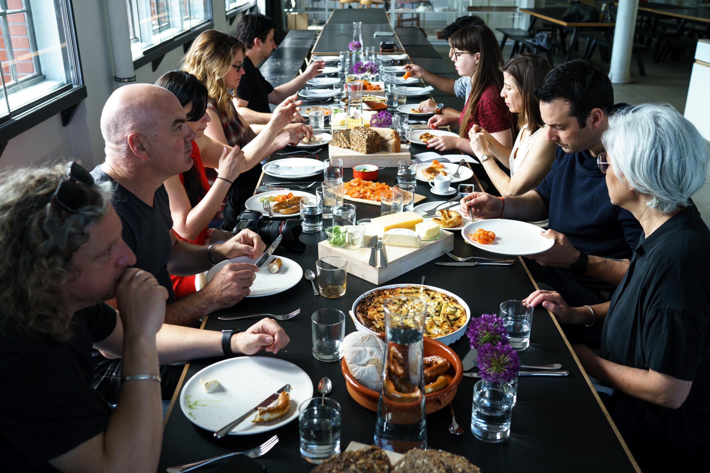 Śniadanie dziennikarzy i szefów kuchni w studio Olafura Eliassona (fot. Sonni Holmstedt)
