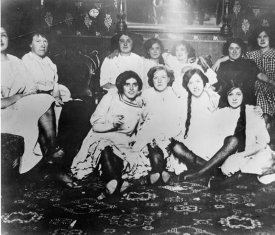 Prostytutki w San Francisco, 1870 r. (fot. Wikimedia.org / Domena publiczna)