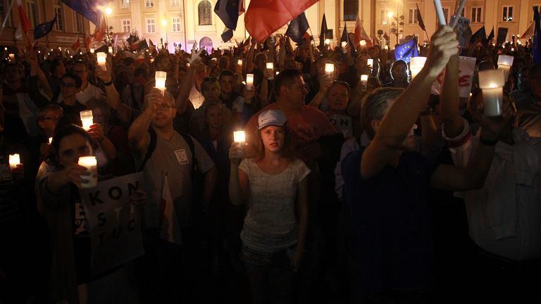 W Warszawie tłumy. Pogoda nie odstraszyła. Protestują także inne miasta