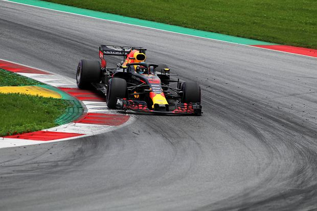 Red Bull driver Daniel Ricciardo of Australia takes a curve during the third free practice session for the Austrian Formula One Grand Prix at the Red Bull Ring racetrack in Spielberg, southern Austria, Saturday June 30, 2018. The race will be held on Sunday. (AP Photo/Ronald Zak) SLOWA KLUCZOWE: f1autoz18