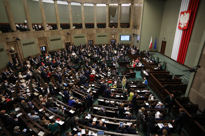 Projekt zmiany ustawy zasadniczej może złożyć zaś 1/5 ustawowej liczby posłów, Senat lub Prezydent RP (fot. Sławomir Kamiński / AG)