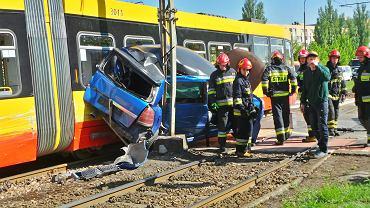 Wypadek w Warszawie. Kobieta w ciąży trafiła do szpitala. Ogromne utrudnienia