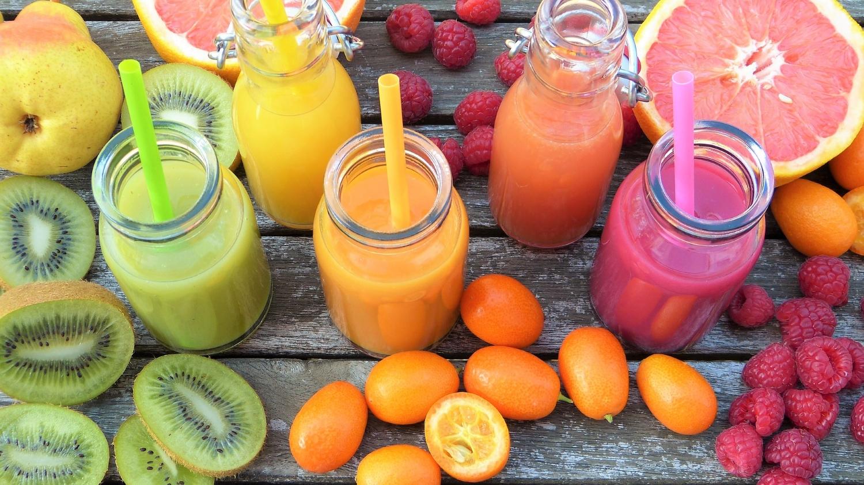 Tylko świeżo wyciskane soki, stanowią dobre źródło składników odżywczych (fot. Silviarita/pixabay.com)
