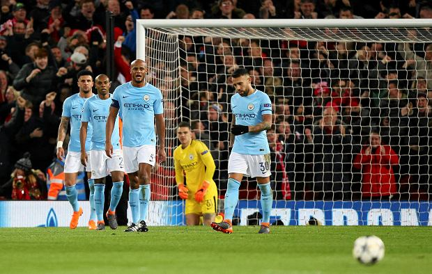 Manchester City players walk away from the goal after Liverpool's Sadio Mane scored Liverpool's third goal during the Champions League quarter final first leg soccer match between Liverpool and Manchester City at Anfield stadium in Liverpool, England, Wednesday, April 4, 2018. (AP Photo/Dave Thompson) SLOWA KLUCZOWE: XCHAMPIONSLEAGUEX