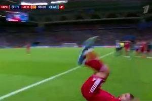 Iran walczy o remis. 94. minuta, a Irańczyk chciał wykonać wyrzut w przedziwny sposób