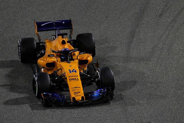 McLaren driver Fernando Alonso of Spain steers his car during the Bahrain Formula One Grand Prix, at the Formula One Bahrain International Circuit in Sakhir, Bahrain, Sunday, April 8, 2018. (AP Photo/Luca Bruno) SLOWA KLUCZOWE: f1autoz18