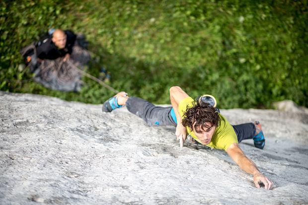 Stefan Madej wspinający się w Jurze