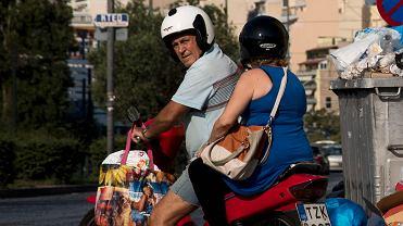 Wybierasz się teraz do Grecji? To lepiej weź ze sobą maseczkę. Grecy mają nową formę protestu
