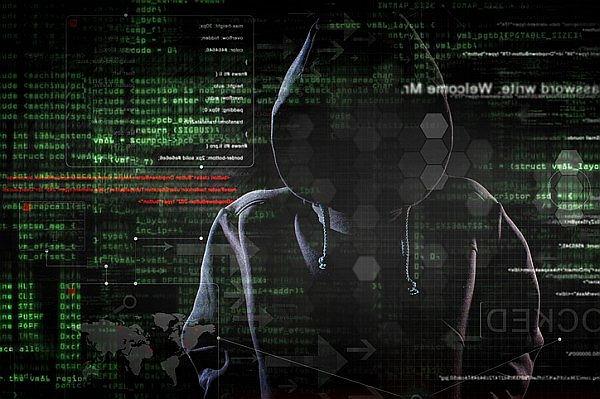 Stworzyli 40 tys. fałszywych tożsamości w polskiej sieci. Każdy pracownik Firmy podszywa się pod około 15 osób