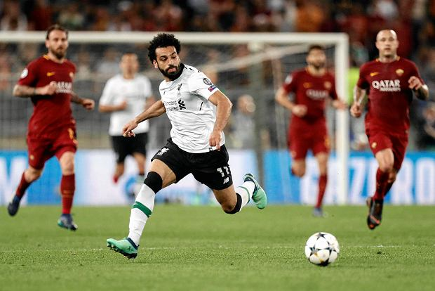 Liverpool's Mohamed Salah runs with the ball during the Champions League semifinal second leg soccer match between Roma and Liverpool at the Olympic Stadium in Rome, Wednesday, May 2, 2018. (Riccardo Antimiani/ANSA via AP) SLOWA KLUCZOWE: XCHAMPIONSLEAGUEX