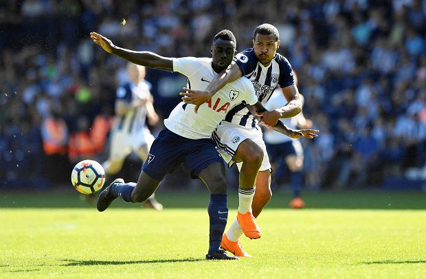 Tottenham Hotspur's Davinson Sanchez, left and West Bromwich Albion's Salomon Rondon battle for the ball, during the English Premier League soccer match between West Bromwich Albion and Tottenham Hotspur at The Hawthorns, in West Bromwich, England, Saturday May 5, 2018. (Anthony Devlin/PA via AP) SLOWA KLUCZOWE: soccer;football;spurs;Full length