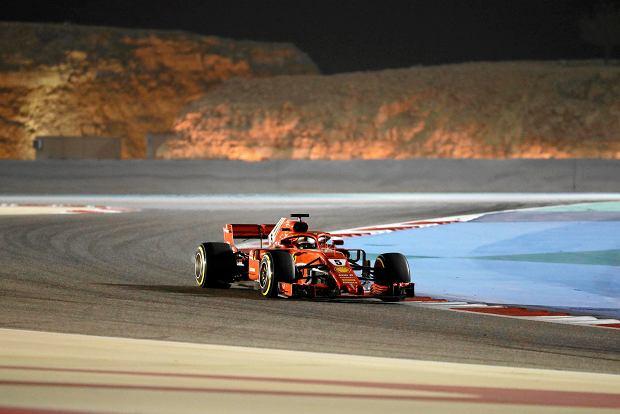 Ferrari driver Sebastian Vettel of Germany steers his car during the Bahrain Formula One Grand Prix, at the Formula One Bahrain International Circuit in Sakhir, Bahrain, Sunday, April 8, 2018. (AP Photo/Luca Bruno) SLOWA KLUCZOWE: f1autoz18