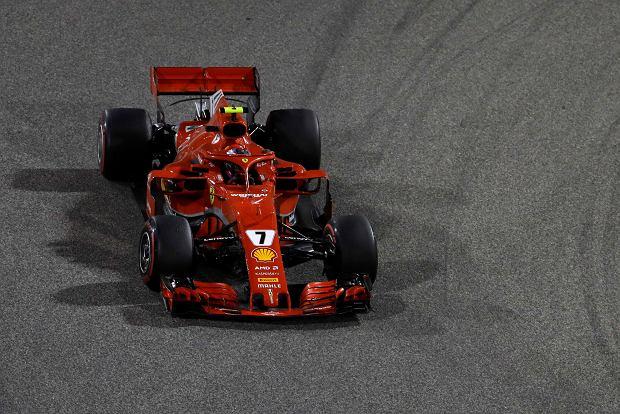 Ferrari driver Kimi Raikkonen of Finland steers his car during the Bahrain Formula One Grand Prix, at the Formula One Bahrain International Circuit in Sakhir, Bahrain, Sunday, April 8, 2018. (AP Photo/Luca Bruno) SLOWA KLUCZOWE: f1autoz18