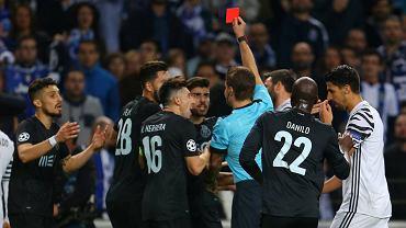 Popis bezmyślności obrońcy FC Porto, czyli jak zapracować na czerwoną kartkę w 47 sekund!
