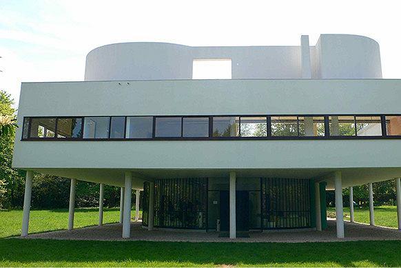 Willa Savoye (1928-1930) - jeden z domów zaprojektowanych przez Le Corbusiera, zrywający z tradycyjnym patrzeniem na dom. Zamiast schematów diagnozuje problemy i stara się na nie odpowiedzieć. Fot. End User (www.flickr.com, CC BY-ND 2.0)