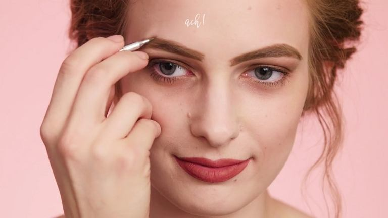4 błędy w makijażu. Tak lepiej się NIE malować. Zobacz, jak je naprawić