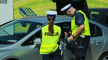 """Policja masowo kontroluje kierowców na A2. """"Sprawdzamy wszystkich, nie prześlizgnie się nikt"""""""