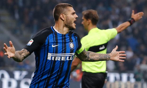Inter Milan's Mauro Icardi celebrates after scoring during the Serie A soccer match between Inter Milan and AC Milan, at the Milan San Siro Stadium, Italy, Sunday, Oct. 15, 2017. (AP Photo/Antonio Calanni) SLOWA KLUCZOWE: XSERIEAX