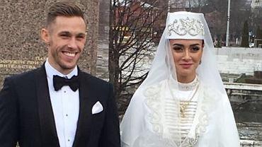 Maciej Rybus już po ślubie! Ożenił się z piękną Rosjanką. Obie jej kreacje zwalają z nóg