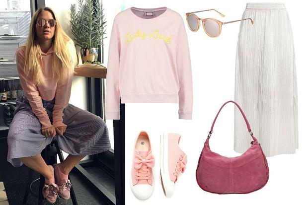 fot. Instagram @miss_zi/ szara spódnica i różowa bluza