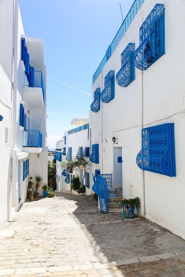 Sidi Bou Said. Urokliwa osada położona 20 kilometrów za Tunisem, sielski krajobraz Sidi Bou Said tworzą białe domy z niebieskimi okiennicami i wąskie, brukowane uliczki.