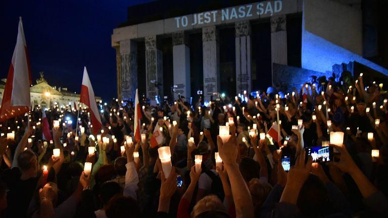 Polacy w obronie Sądu Najwyższego. W niedzielę kolejne protesty. W kraju i za granicą