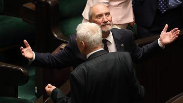 Prokuratura odmawia Antoniemu Macierewiczowi. Nie będzie śledztwa ws. książki Tomasza Piątka