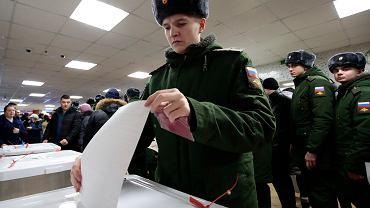Sto procent frekwencji. Obserwatorzy: wybory w Rosji zostały sfałszowane