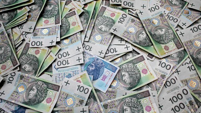 Planowanie, dzielenie i słój na lodówce, czyli Polaków sposoby na oszczędzanie pieniędzy