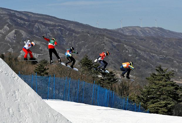 From left; Loan Bozzolo, of France, Christopher Robanske, of Canada, Adam Lambert, of Australia, Hagen Kearney, of the United States, and Lluis Marin Tarroch, of Andorra, run the course during the men's snowboard cross elimination round at Phoenix Snow Park at the 2018 Winter Olympics in Pyeongchang, South Korea, Thursday, Feb. 15, 2018. (AP Photo/Kin Cheung) SLOWA KLUCZOWE: 2018 Pyeongchang Olympic Games;Winter Olympic games;Sports;Events;XXIII Olympiad