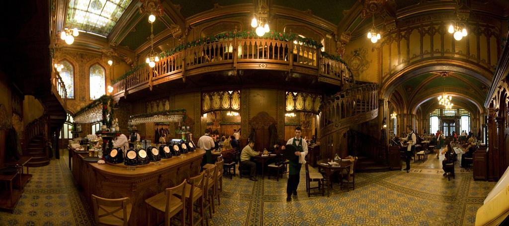 Wnętrze restauracji Caru'cu Bere (fot. Gaspar Serrano / Flickr.com / CC BY-NC-ND 2.0)