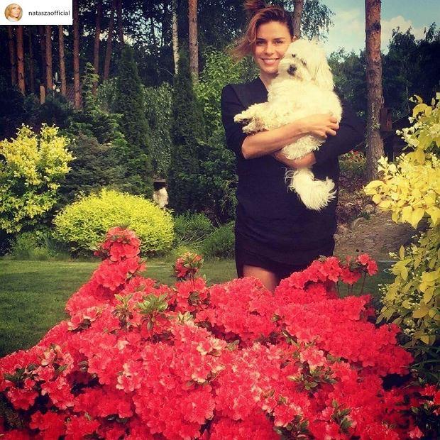 Natasza Urbańska w ogrodzie