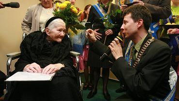 Sendlerowa miała zostać patronką szkoły. Ksiądz: To feministka i Żydówka