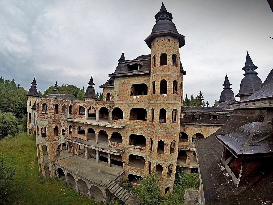 Zamek w Łapalicach (fot. URBEX - Poznaj zapomniane)