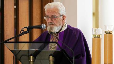 Ks. Boniecki znów ma zakaz wypowiedzi. Naraził się kazaniem na pogrzebie Piotra Szczęsnego