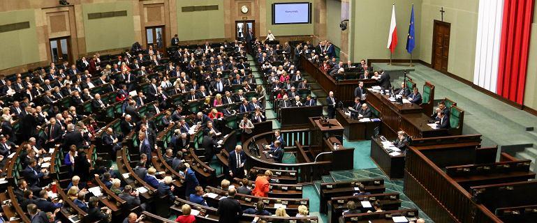Macierewicz przetrwał. Posłowie odrzucili wniosek o wotum nieufności