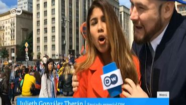 Reporterka ofiarą napastowania na wizji. Kibic zaczął ją obmacywać i całować