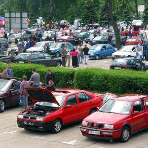Kupujemy używane auto. Ze zdjęć przy ogłoszeniu można sporo wyczytać. Oto, na co zwrócić uwagę