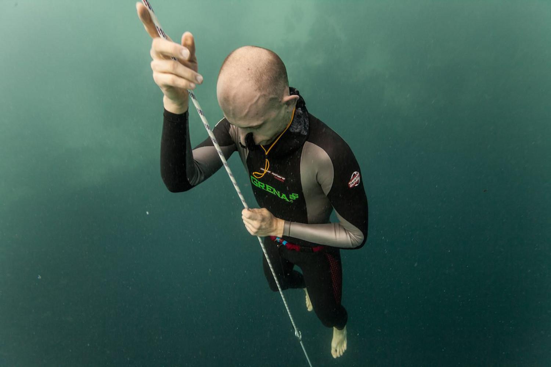 Rozgrzewka i pierwsze nurkowanie. Bahamy, Vertical Blue (grudzień 2014) - 114 m we Free Immersion (FIM) (fot. Daan Verhoeven)
