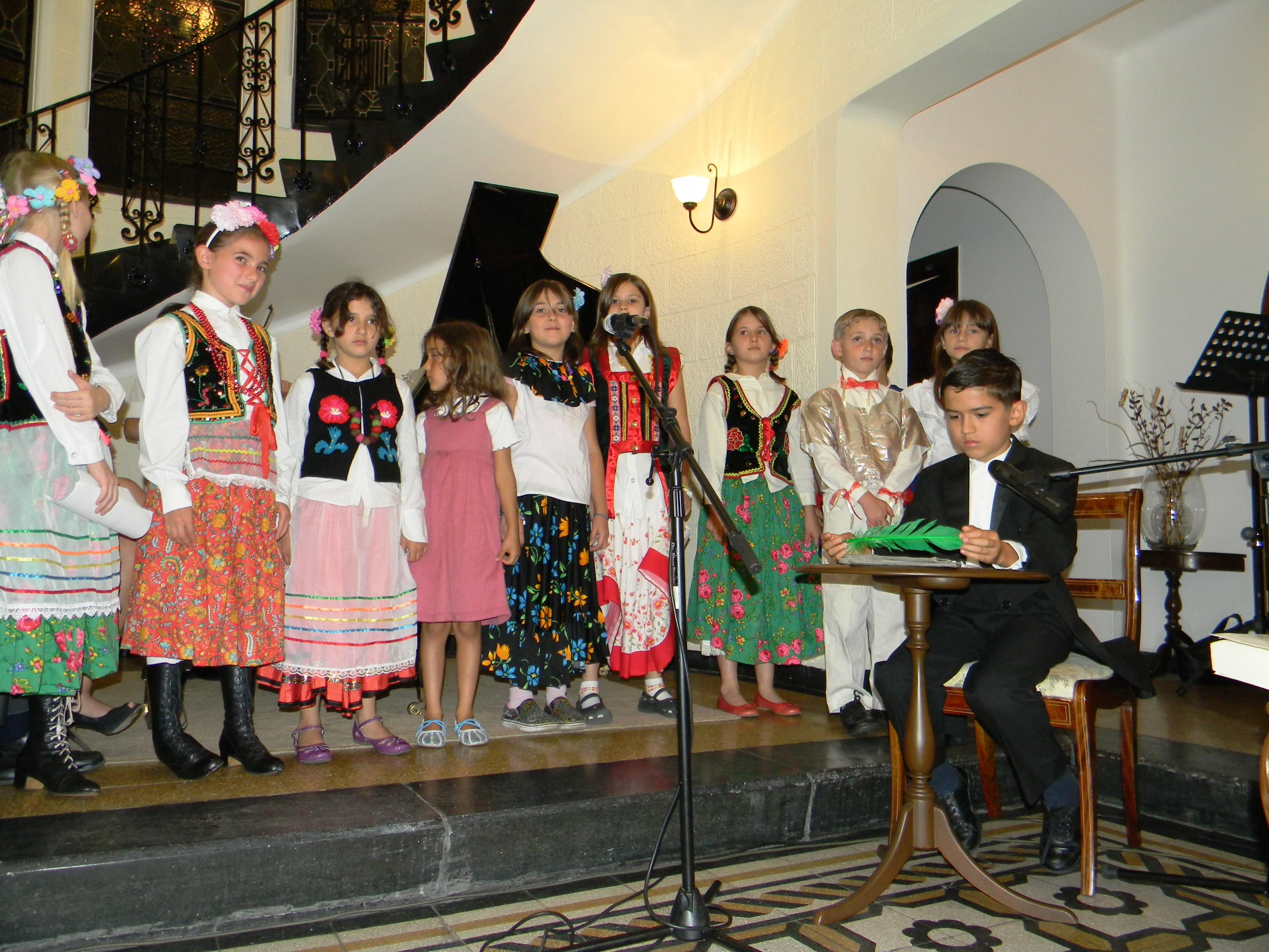 W szkole polonijnej dzieci uczą się przede wszystkim zasad języka polskiego i wiedzy o Polsce (fot. archiwum ambasady Polski w Meksyku)