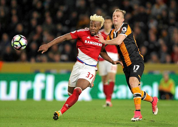 Middlesbrough's Adama Traore, left, and Hull City's Kamil Grosicki chase the ball during the English Premier League soccer match at the KCOM Stadium in Hull, England, Wednesday April 5, 2017. (Richard Sellers/PA via AP) SLOWA KLUCZOWE: soccer football