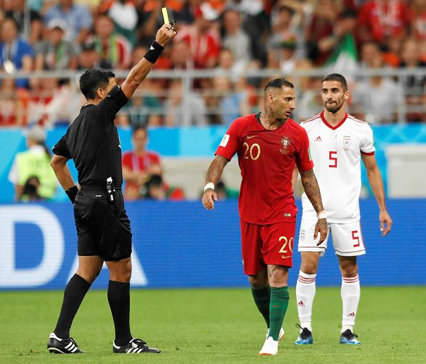 Referee Enrique Caceres from Paraguay shows a yellow card to Portugal's Ricardo Quaresma during the group B match between Iran and Portugal at the 2018 soccer World Cup at the Mordovia Arena in Saransk, Russia, Monday, June 25, 2018. (AP Photo/Pavel Golovkin) SLOWA KLUCZOWE: WC2018PRT;WC2018IRN