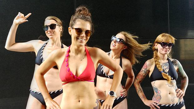 Od lewej: Ola, Malwina, Kamila i Sylwia w kostiumach Mission Swim