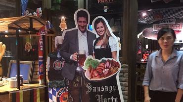 """Taką """"pocztówkę"""" dostał pan Bartosz. Zdjęcie z niemieckiej restauracji w Hong Kongu"""