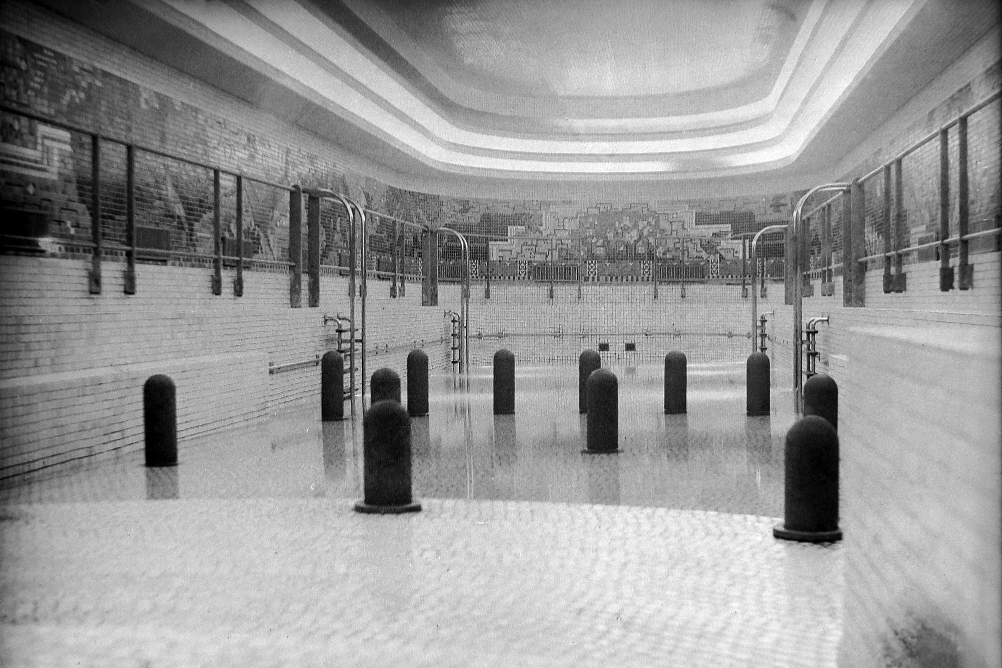 Pasażerowie pierwszej klasy zwodowanego w 1935 roku transatlantyku Normandie mieli do dyspozycji m.in. basen (ot. Jean Ribéry / Wikimedia.com / CC A-SA 3.0)