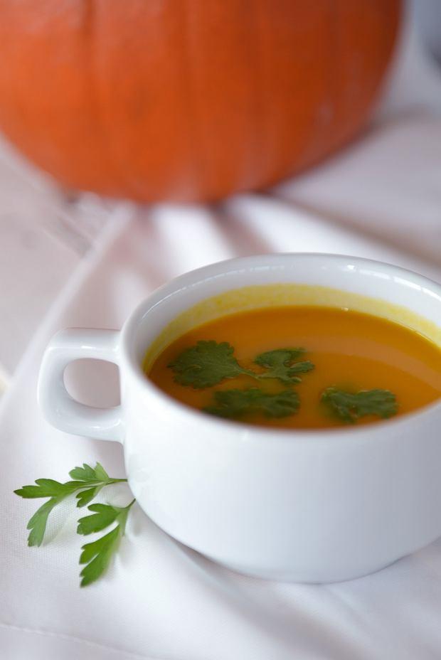 zupa krem z dyni z trawą cytrynową